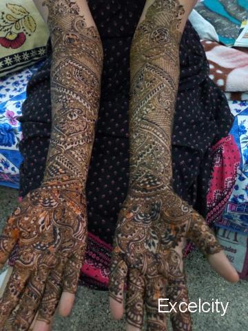 Radhika mehindi Artist