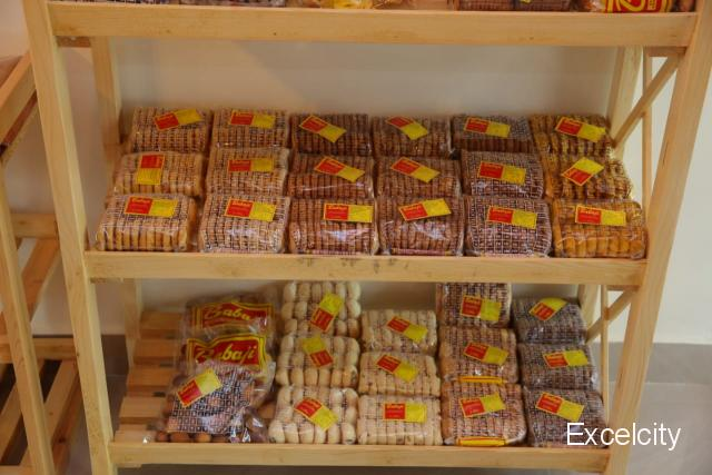 Babaji cakes and sips
